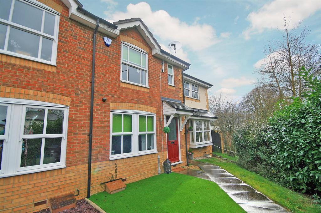 2 Bedrooms Terraced House for sale in Regal Close, Standon