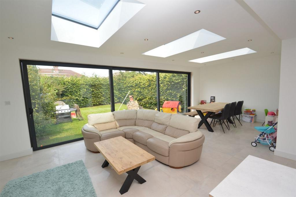 3 Bedrooms Detached House for sale in Avonlea Road, SALE, Cheshire