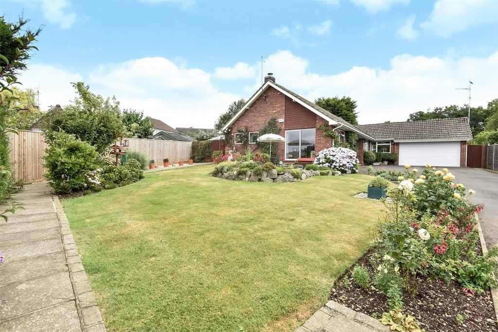 4 Bedrooms Detached Bungalow for sale in Farnham, Surrey