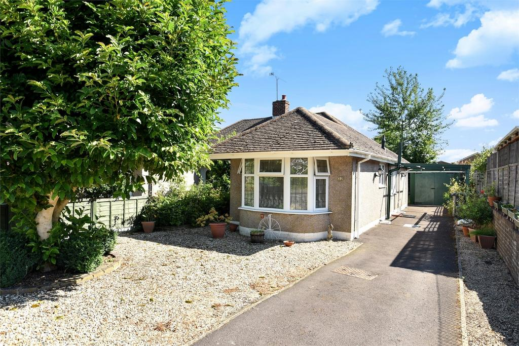 2 Bedrooms Semi Detached Bungalow for sale in Farnham, Surrey