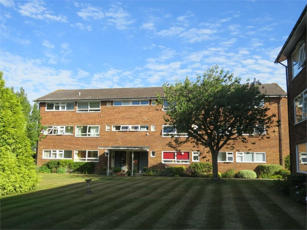 3 Bedrooms Flat for sale in London Road, Guildford, Surrey