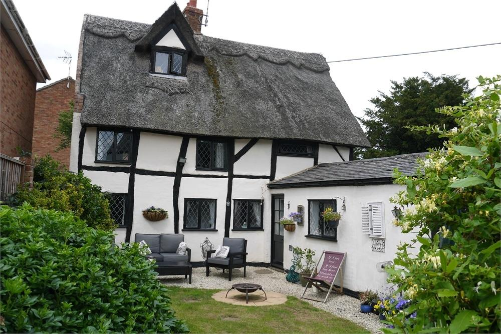 4 Bedrooms Detached House for sale in The Old Post Office, Brook Street, Walcote, Lutterworth, Leicestershire