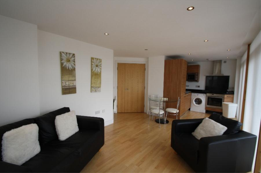 2 Bedrooms Apartment Flat for sale in CLARENCE HOUSE, THE BOULEVARD, LEEDS, LS10 1GL