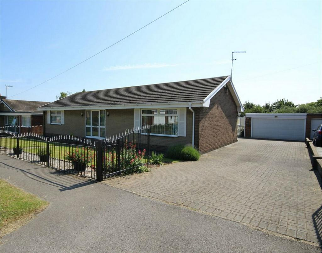 2 Bedrooms Detached Bungalow for sale in Princess Way, Beverley, East Riding of Yorkshire