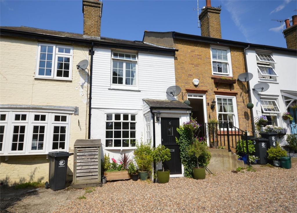2 Bedrooms Terraced House for sale in 6 Longfield Cottages, Englands Lane, LOUGHTON, Essex