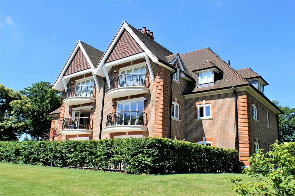 2 Bedrooms Flat for sale in 10 Greenways, Beckenham