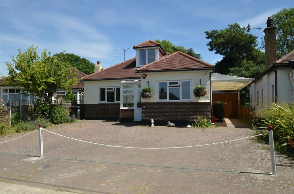 3 Bedrooms Detached Bungalow for sale in 12 Woodmere Close, Shirley, Croydon, Surrey