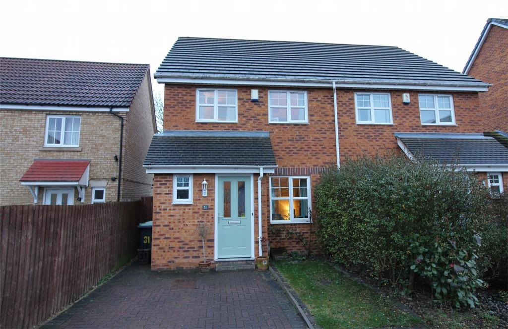 3 Bedrooms Semi Detached House for sale in Signal Close, Henlow, Bedfordshire