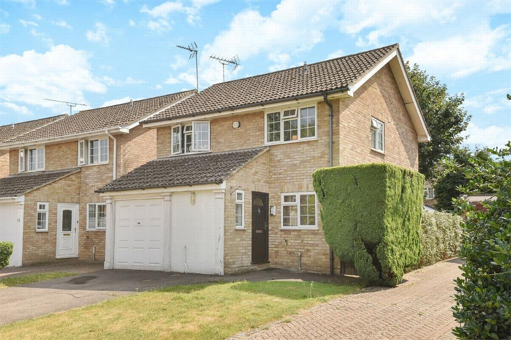 4 Bedrooms Detached House for sale in Blackwater, Camberley, Hampshire