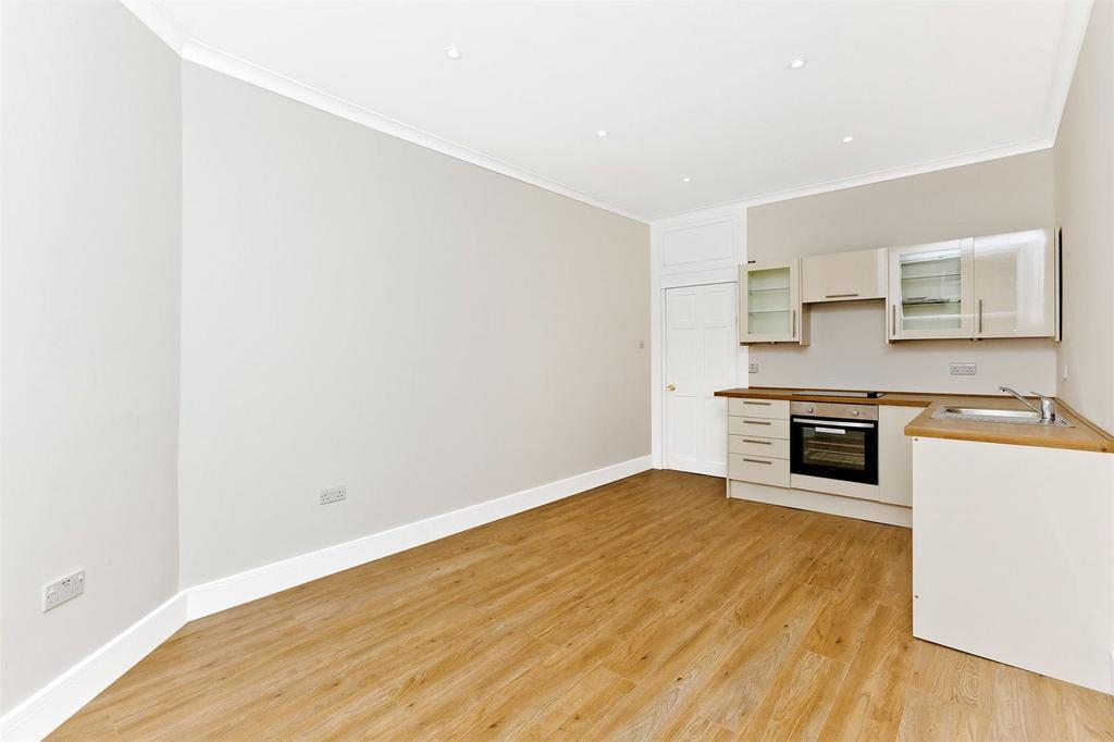 2 Bedrooms Flat for sale in 226(2F4) Leith Walk, Edinburgh, EH6