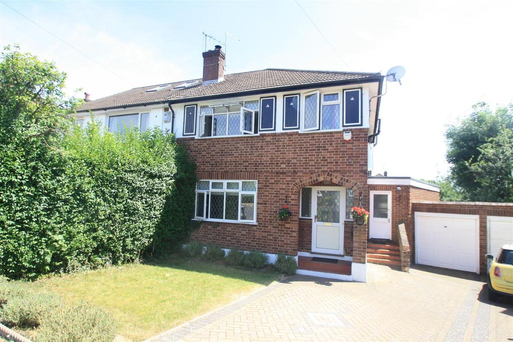 3 Bedrooms Semi Detached House for sale in Beechwood Close, Little Chalfont, Amersham
