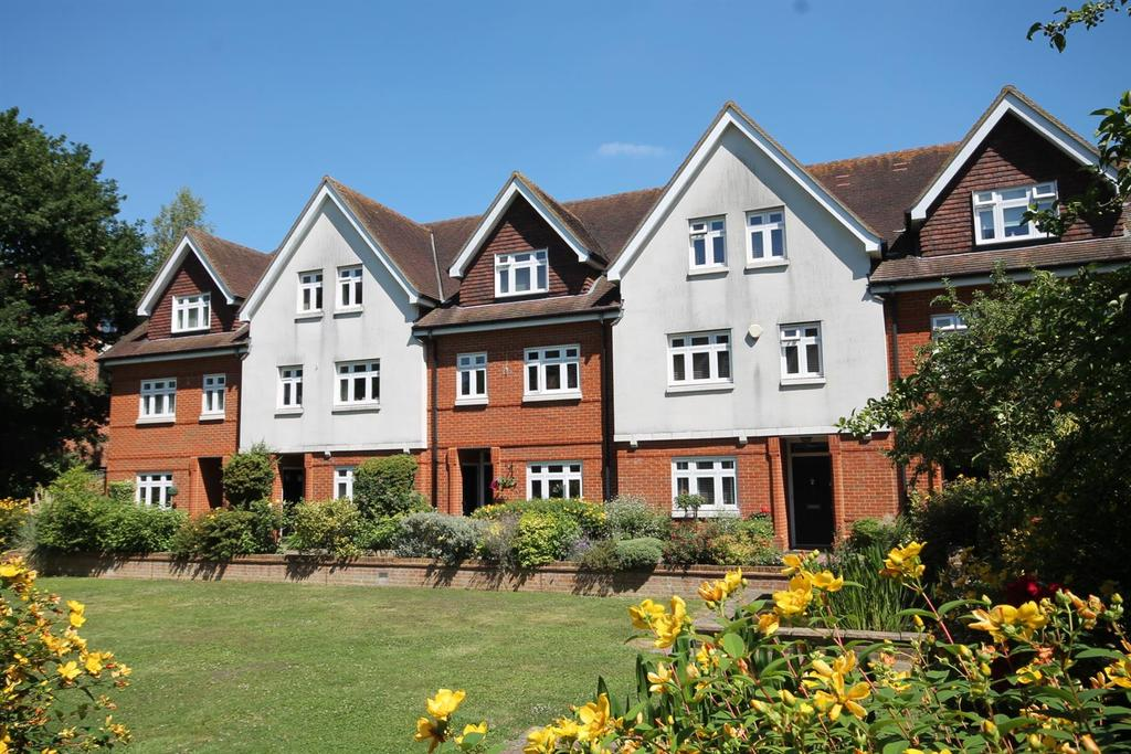 3 Bedrooms Town House for sale in Black Horse Way, Horsham