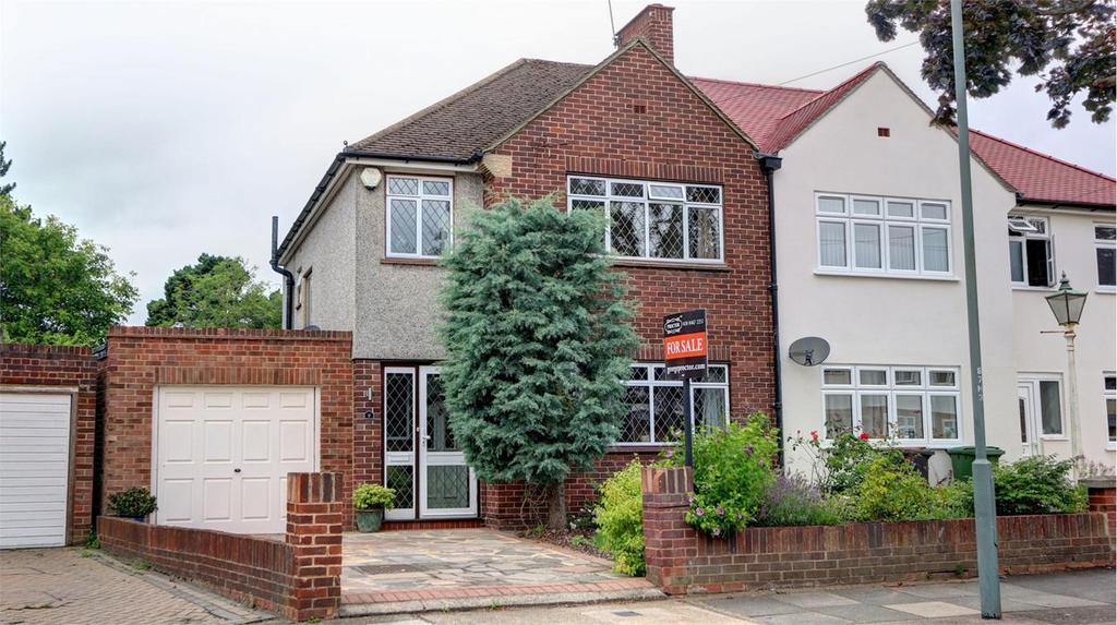 3 Bedrooms Semi Detached House for sale in Homemead Road, Bromley, Kent