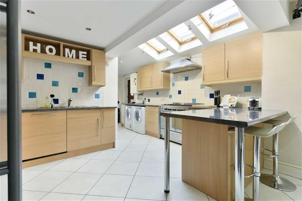 3 Bedrooms Semi Detached House for sale in Hook Road, Epsom, Surrey