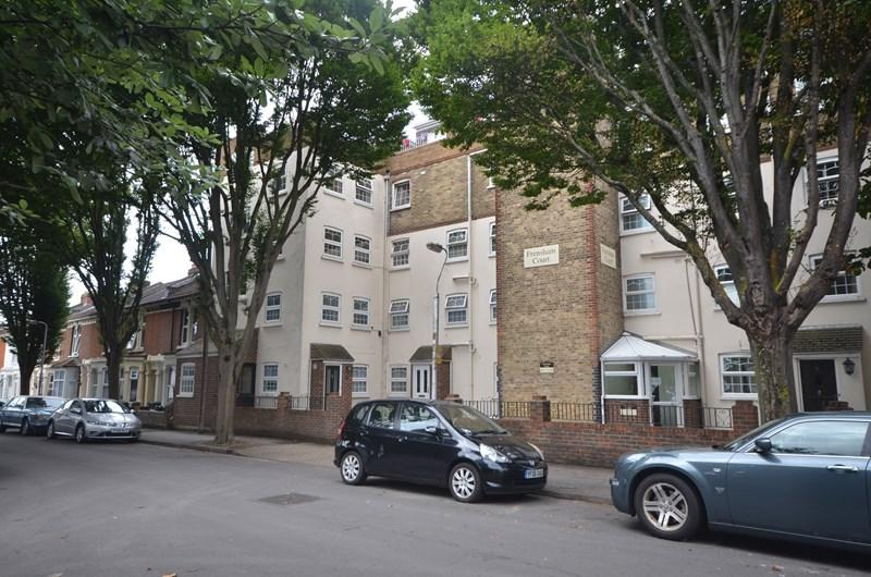 3 Bedrooms Apartment Flat for sale in Frensham Road, Southsea