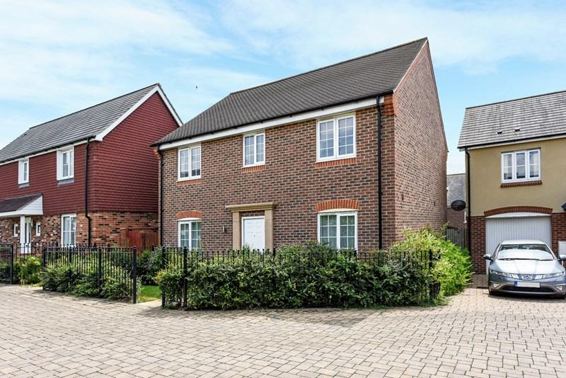 4 Bedrooms Detached House for sale in Rake Way, Andover