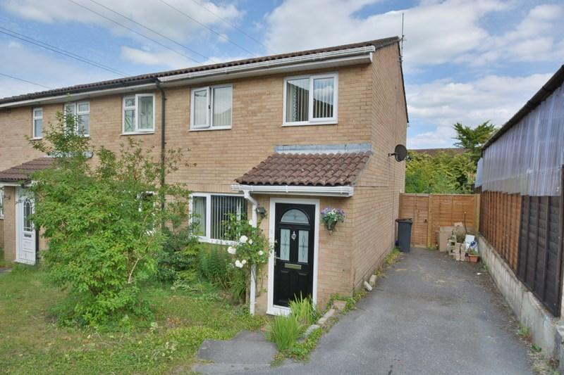 3 Bedrooms Semi Detached House for sale in Ward Close, Andover
