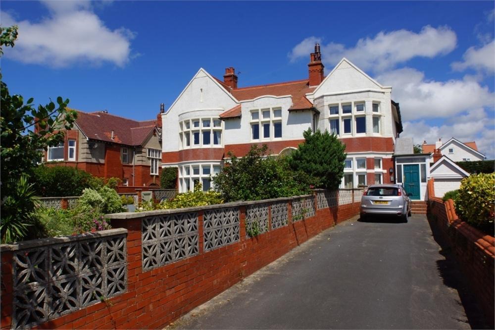 4 Bedrooms Flat for sale in Inner Promenade, Fairhaven, Lancashire