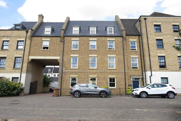 2 Bedrooms Apartment Flat for sale in Clickers Drive, Upton, Northampton, NN5