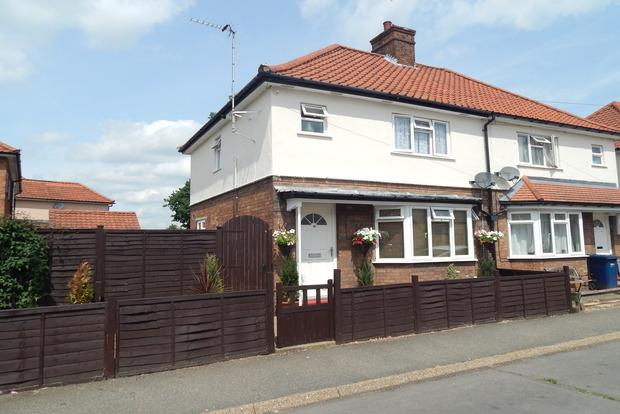 3 Bedrooms Semi Detached House for sale in Burnsfield Estate, Chatteris, PE16