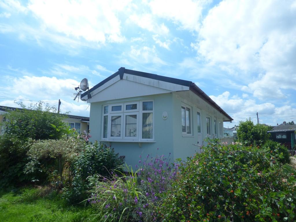 1 Bedroom Mobile Home for sale in Crossley Moor Road, Kingsteignton, TQ12 3LG