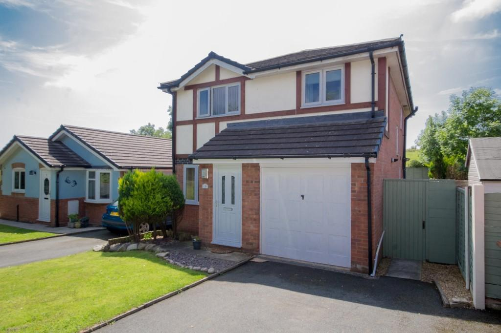 4 Bedrooms Detached House for sale in Beacon Crescent, Barrow