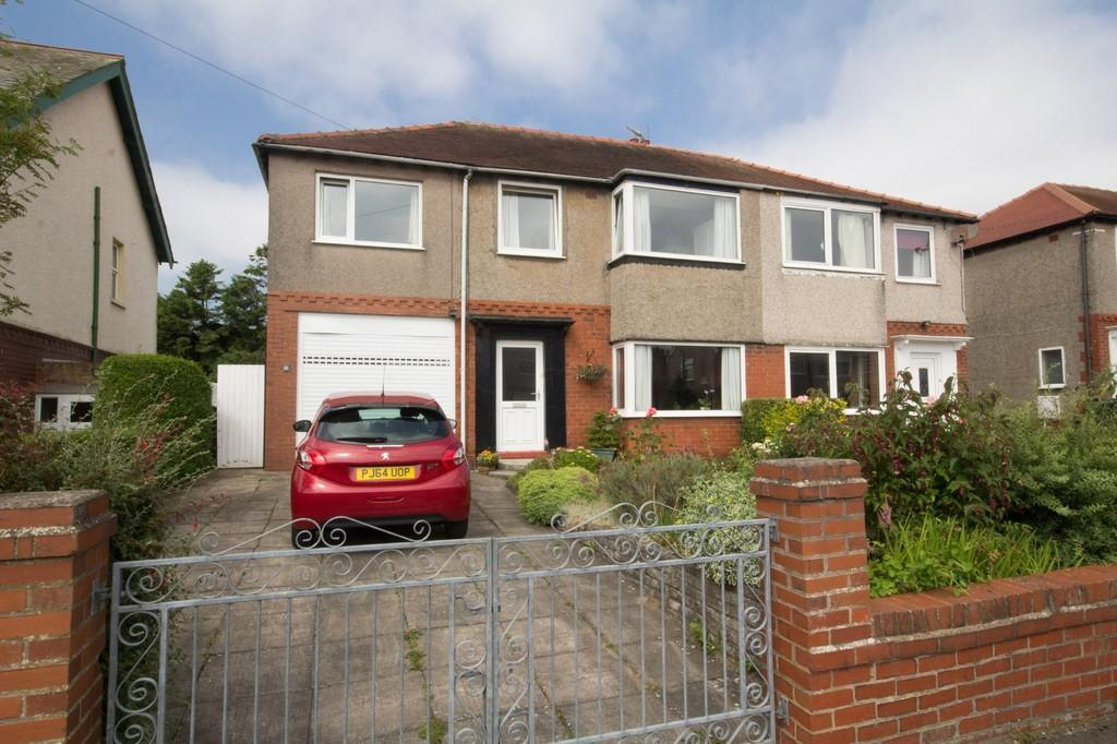 5 Bedrooms Semi Detached House for sale in Hill Road, Barrow In Furness