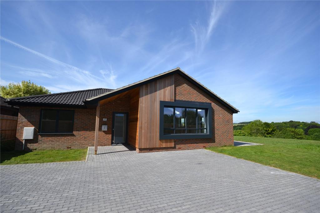 3 Bedrooms Detached Bungalow for sale in Hilltop Close, Shrewton, Salisbury