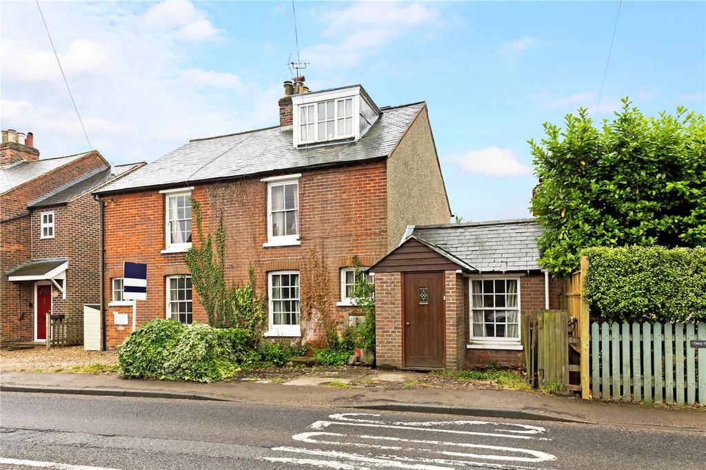 3 Bedrooms Semi Detached House for sale in East Ashling, Chichester, West Sussex