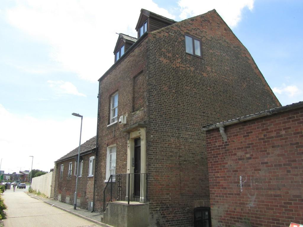 1 Bedroom Flat for sale in West Parade North End, Wisbech