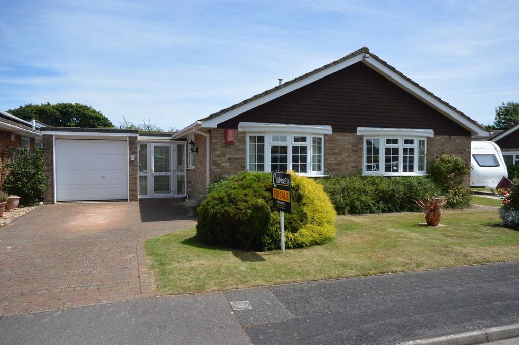 3 Bedrooms Detached Bungalow for sale in Harts Way, Everton, Lymington