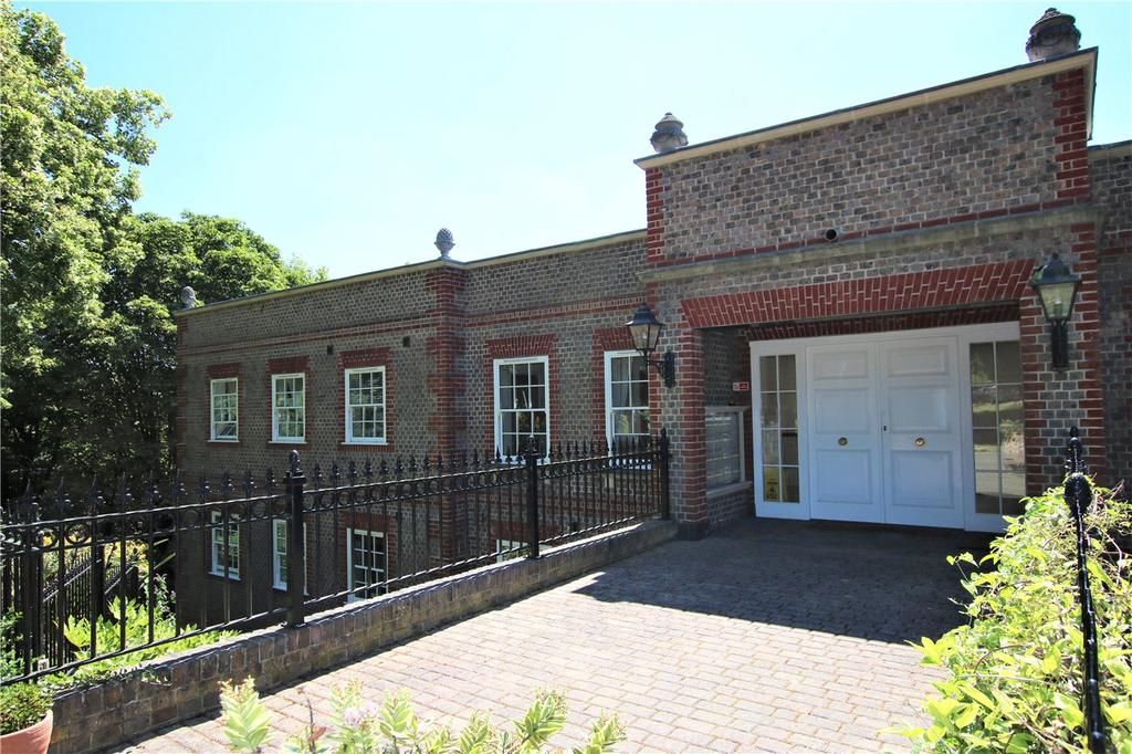 2 Bedrooms Flat for sale in Treetops, The Mount, Caversham Heights, Berkshire, RG4