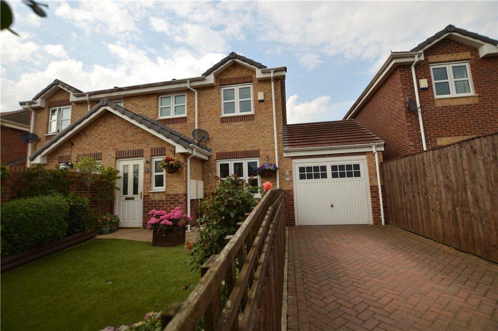 3 Bedrooms Semi Detached House for sale in Queens Close, Great Preston, Leeds, West Yorkshire