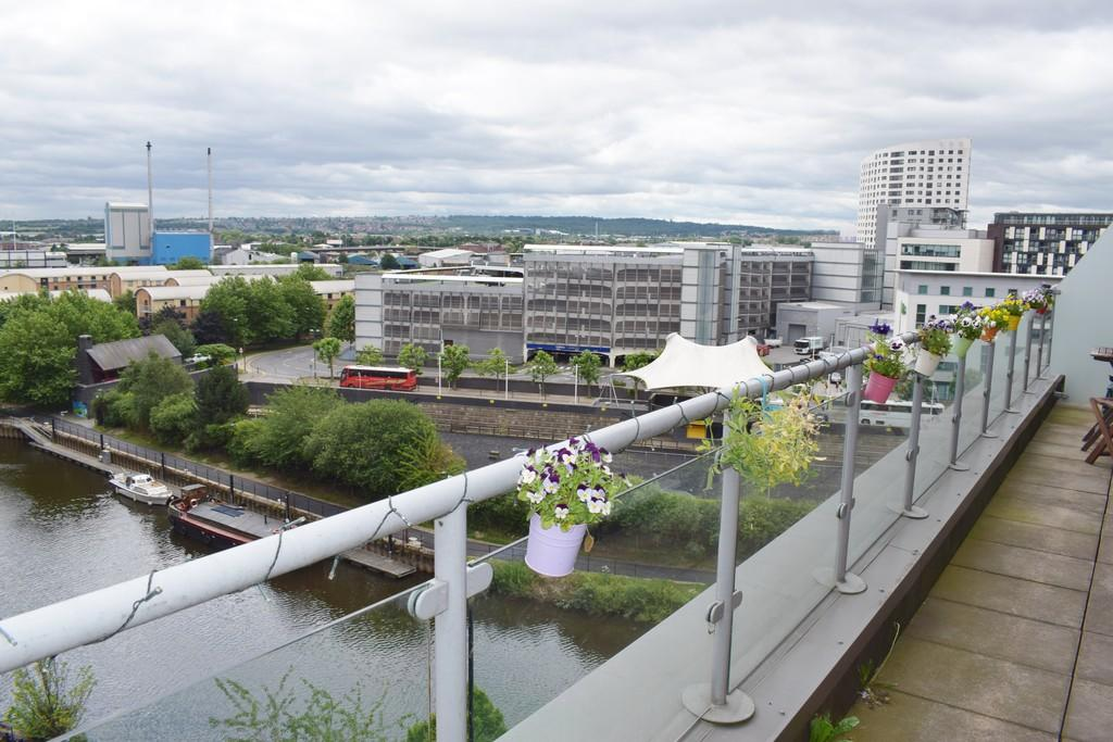 2 Bedrooms Flat for sale in Roberts Wharf