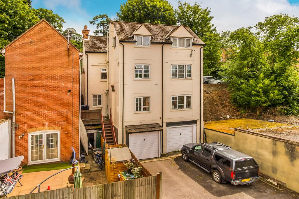 2 Bedrooms Apartment Flat for sale in Haslemere, Surrey