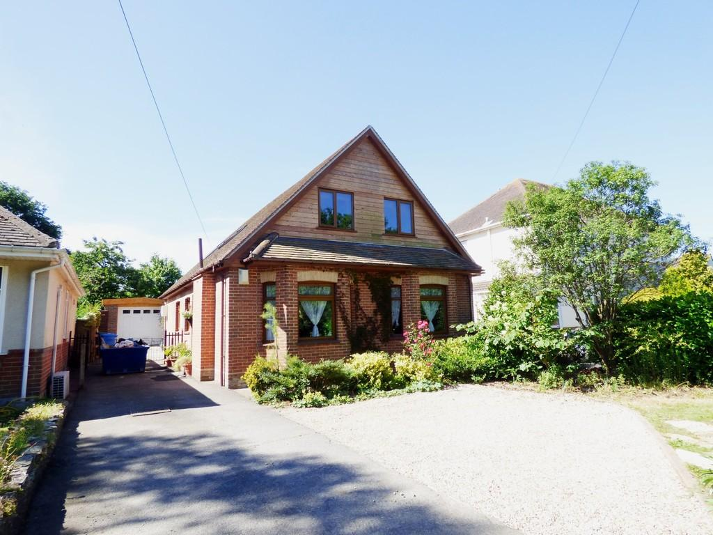 4 Bedrooms Bungalow for sale in BEARWOOD