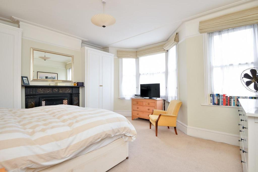 5 Bedrooms Terraced House for sale in Mysore Road, Battersea