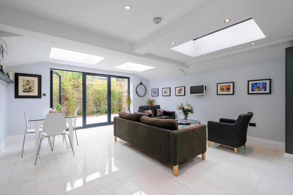 2 Bedrooms Flat for sale in Brackenbury Road, Hammersmith, W6