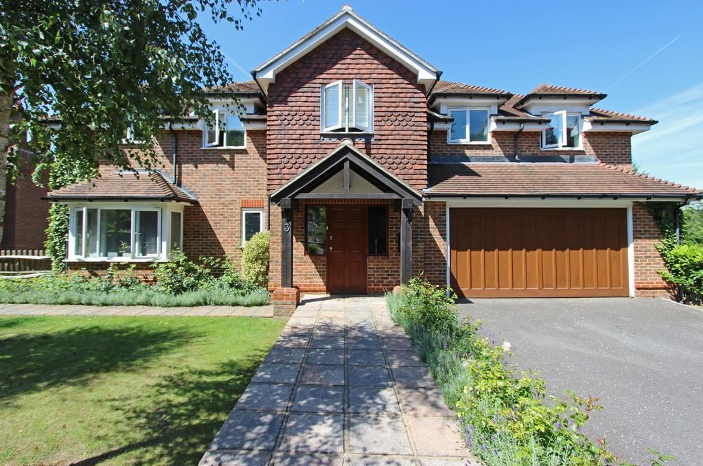 5 Bedrooms Detached House for sale in Hazelwood Lane, Chipstead