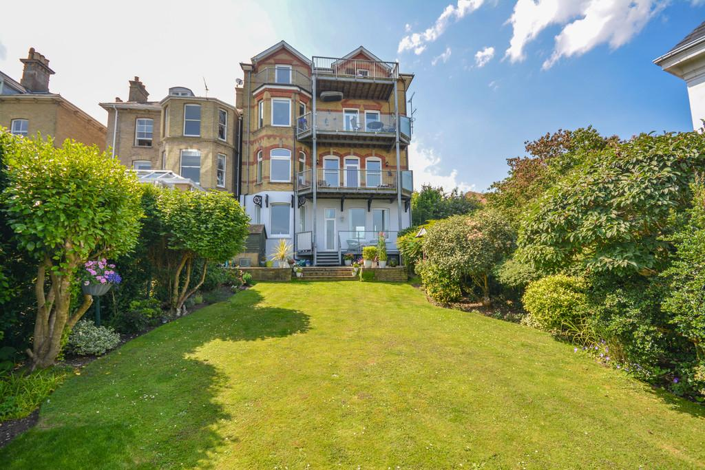 3 Bedrooms Apartment Flat for sale in Cliff Road, Cowes