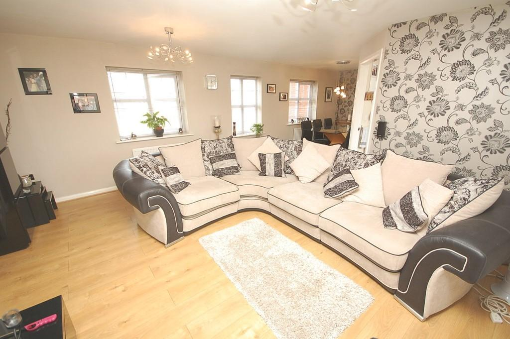 3 Bedrooms Semi Detached House for sale in Deerfield Close, Blackbrook
