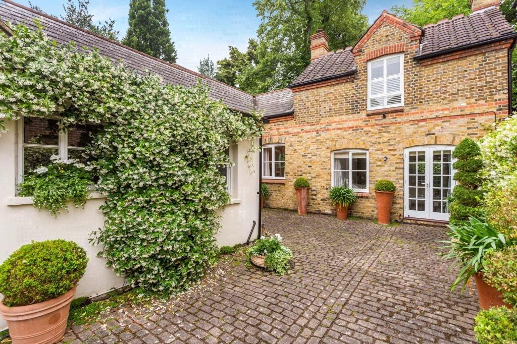 3 Bedrooms Detached House for sale in King George Square, Richmond, TW10