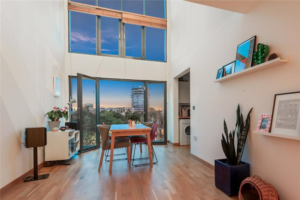 2 Bedrooms Penthouse Flat for sale in Whitmore Road, Haggerston, London, N1