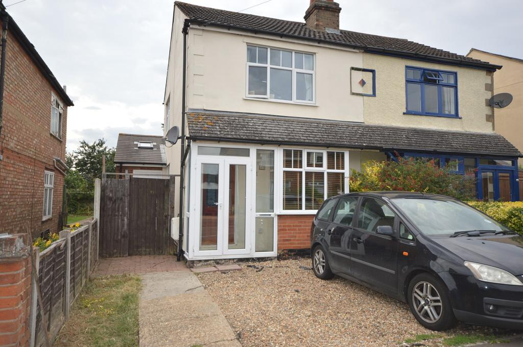 3 Bedrooms Semi Detached House for sale in Catchpool Road, Colchester