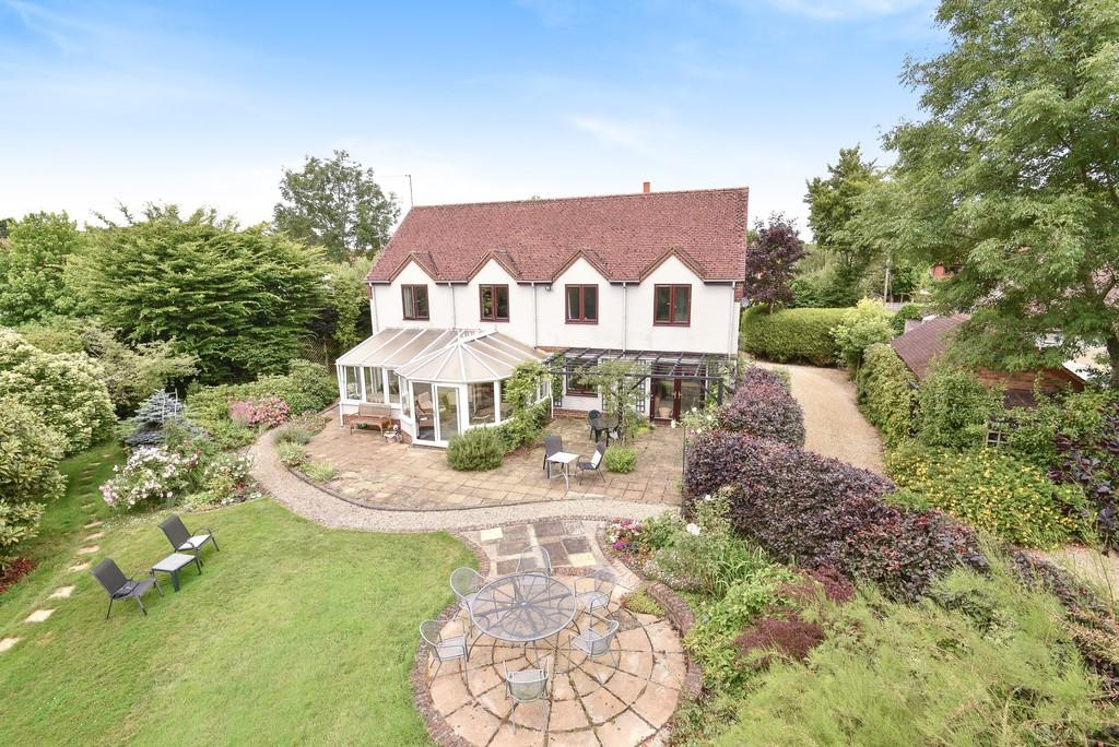 5 Bedrooms Detached House for sale in Redlands Lane, Crondall, Farnham