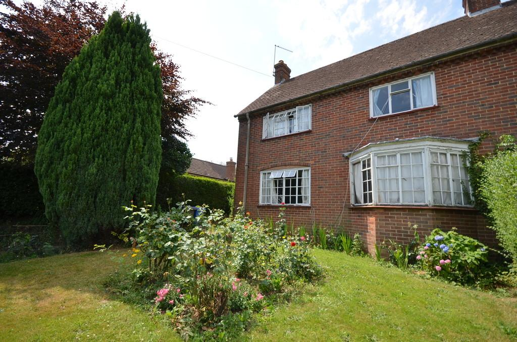 3 Bedrooms Semi Detached House for sale in Chaundlers Croft, Crondall, Farnham
