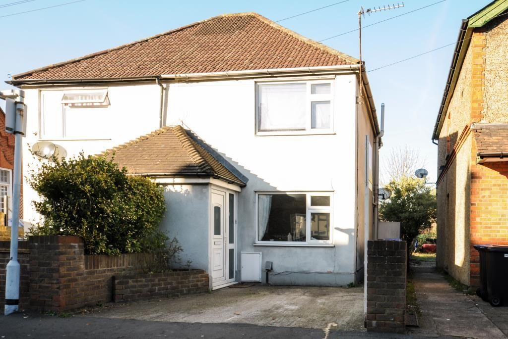 2 Bedrooms Semi Detached House for sale in Woking, Surrey