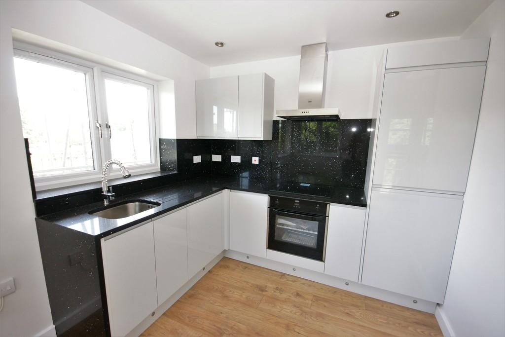 2 Bedrooms Apartment Flat for sale in Raven Court, Raven Square, ALTON, Hampshire