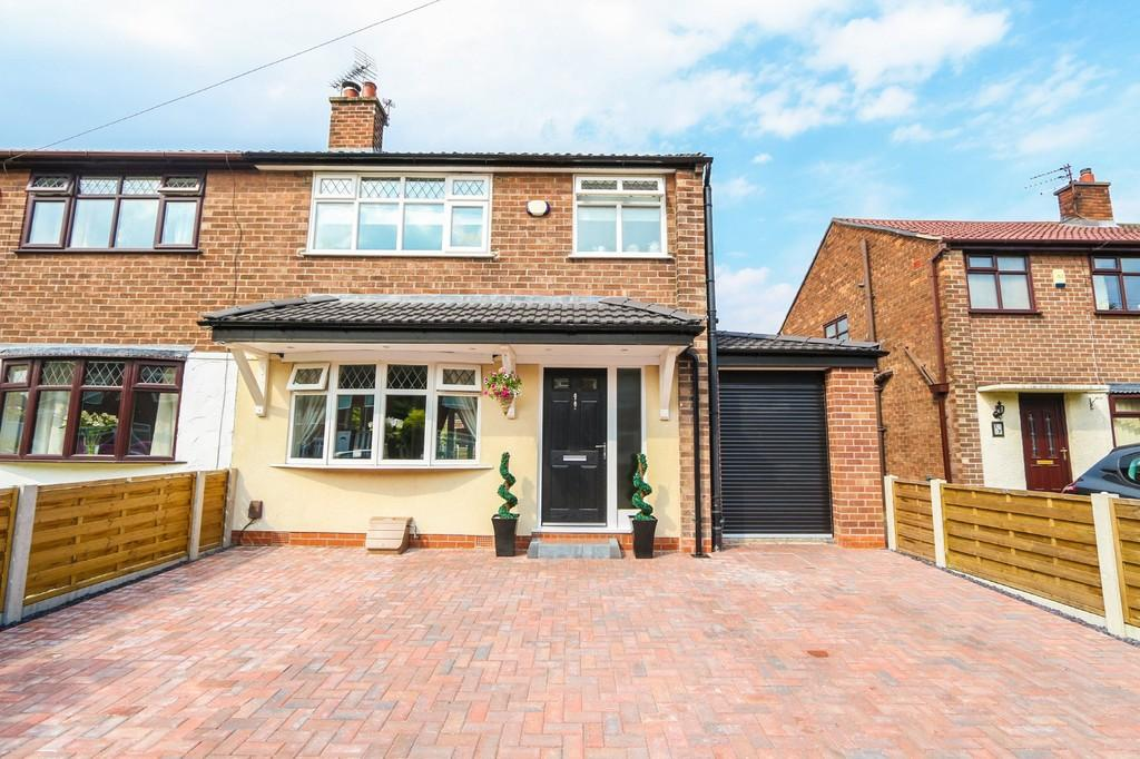 3 Bedrooms Semi Detached House for sale in 15 Brackley Ave Cadishead