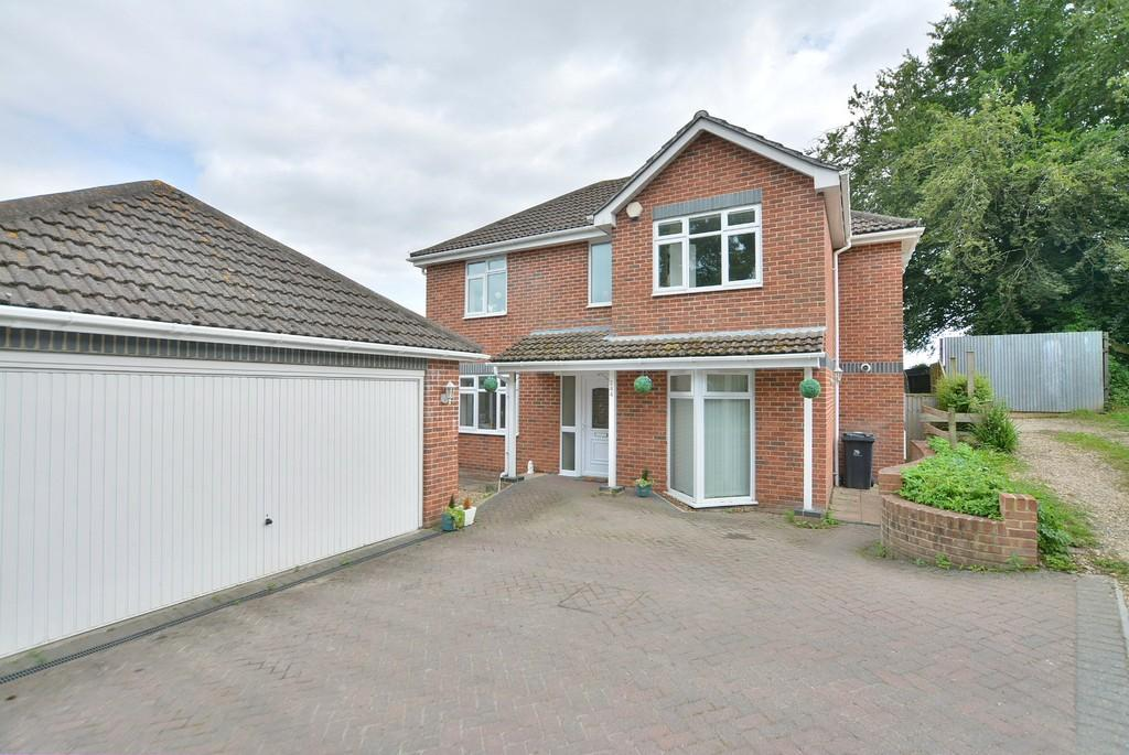 4 Bedrooms Detached House for sale in Christchurch Road, West Parley